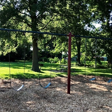 <strong>Swing Set</strong>