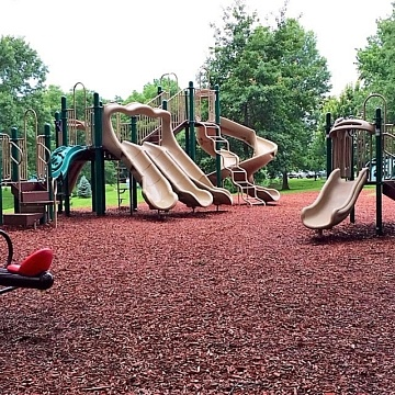 <strong>Playground</strong>