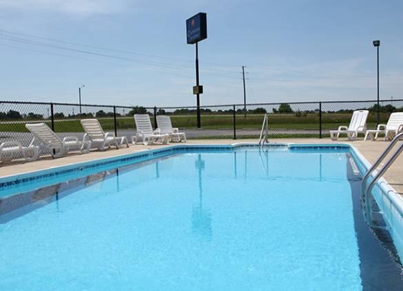 Carlyle Inn Suites Pool